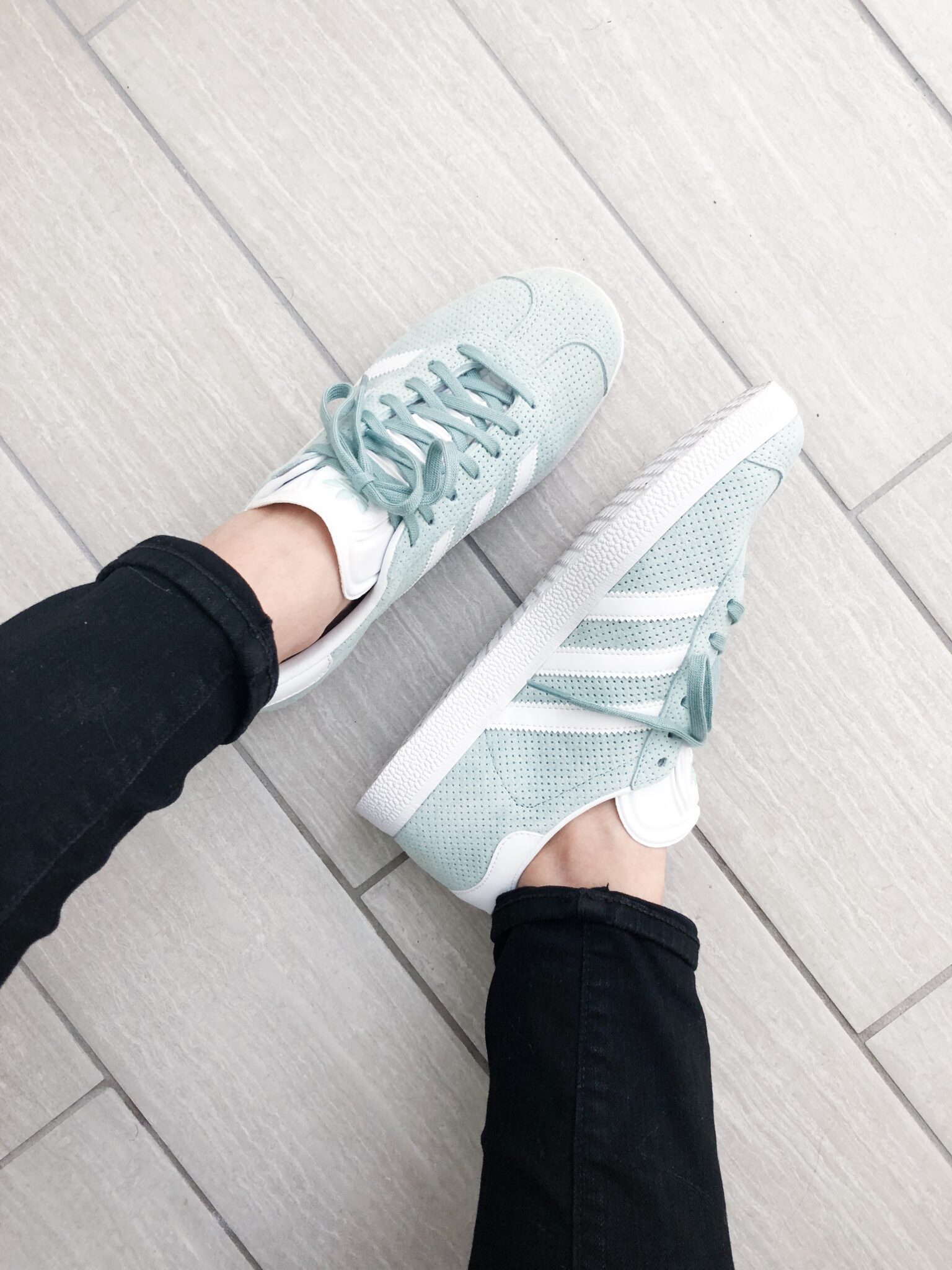 5 Pairs of stylish sneakers under $100